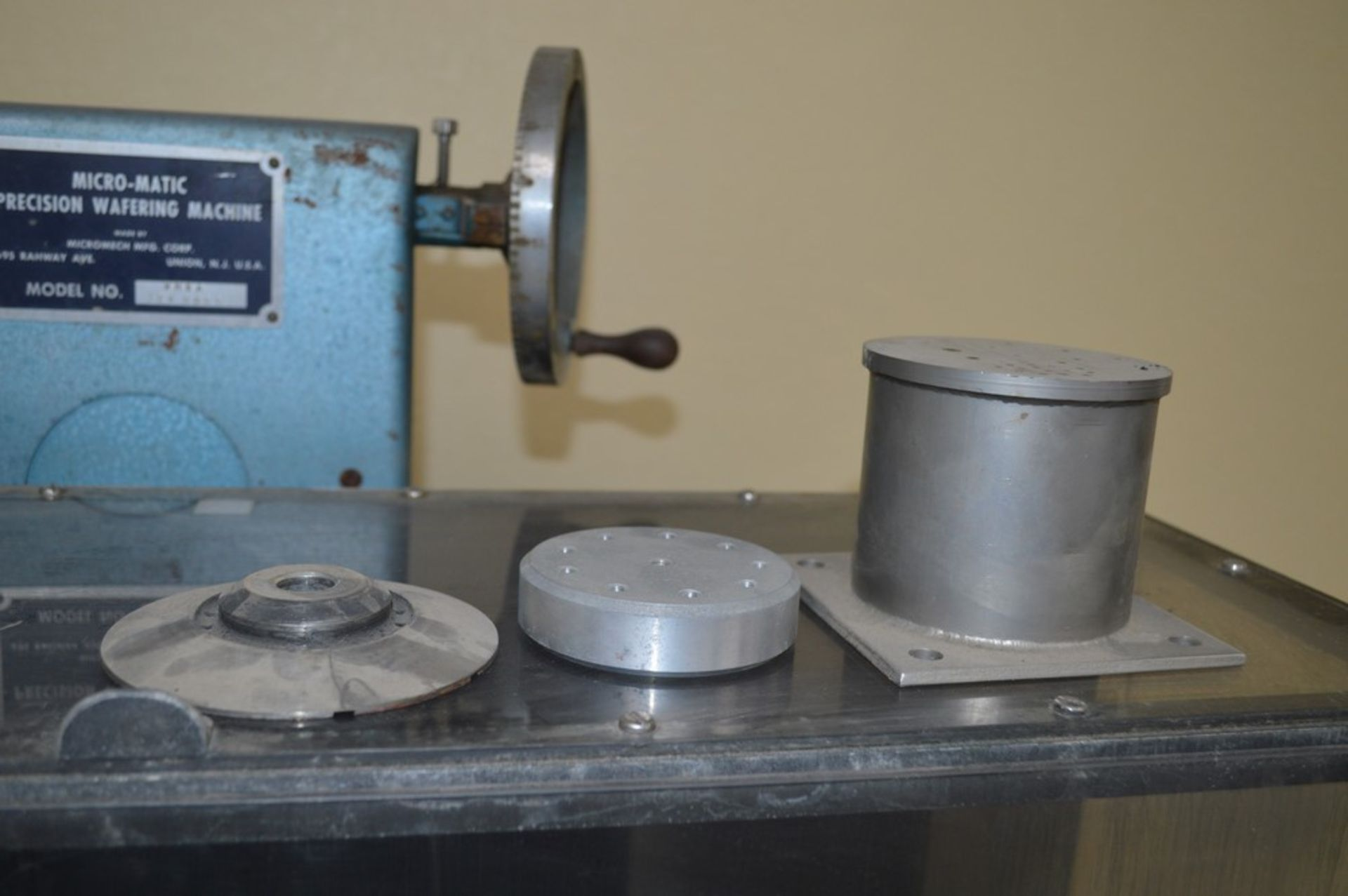 Micromatic Precision Diamond Wafering Saw model WMSA 1743055, spare parts, table and spindle speed - Image 7 of 9