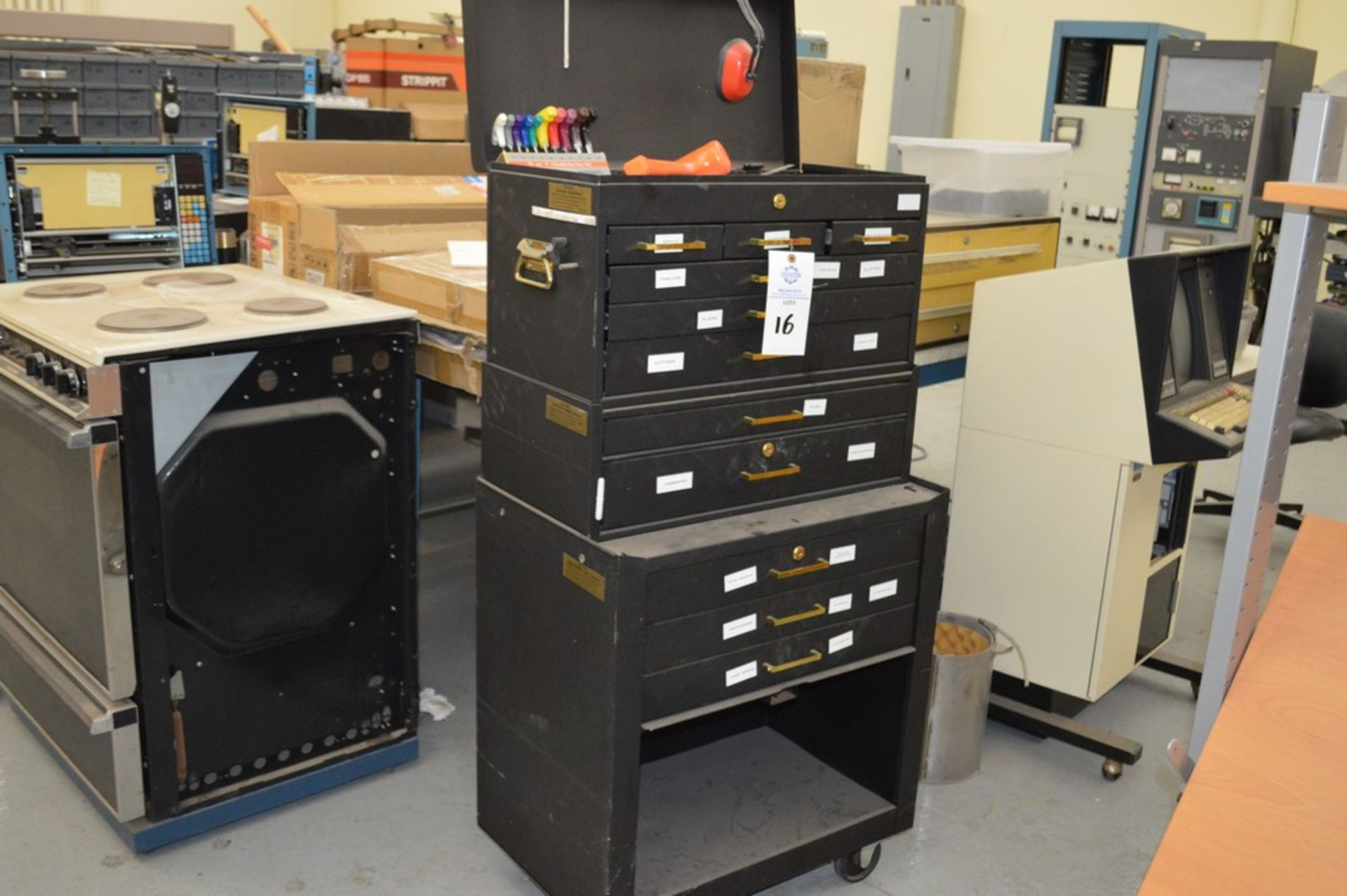 (1) Rolling toolbox with contents, 6 drawer top, 2 drawer middle, roller cabinet chest 3 drawer with - Image 2 of 11