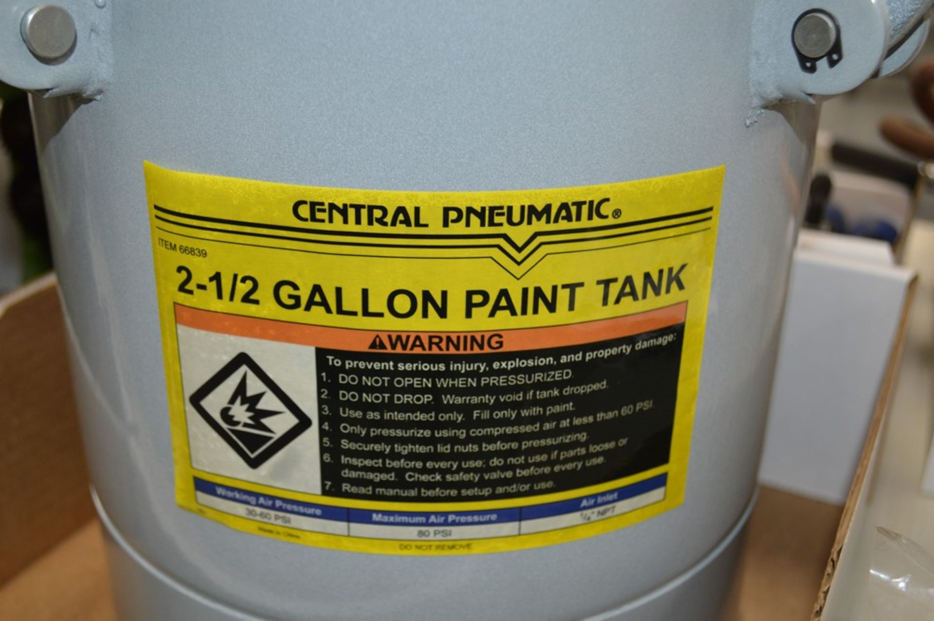 """Central Pneumatic 2.5 Gallon, 80 psi, paint tank with 1/4"""" NPT air inlet - Image 2 of 3"""