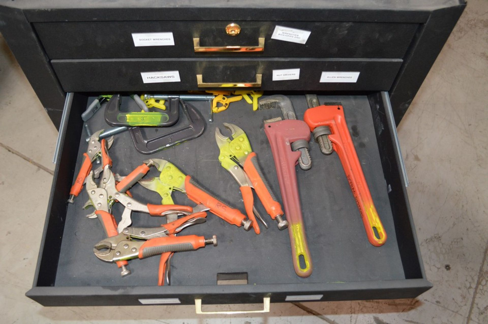 (1) Rolling toolbox with contents, 6 drawer top (2) drawer middle, roller cabinet chest 3 drawer - Image 10 of 11