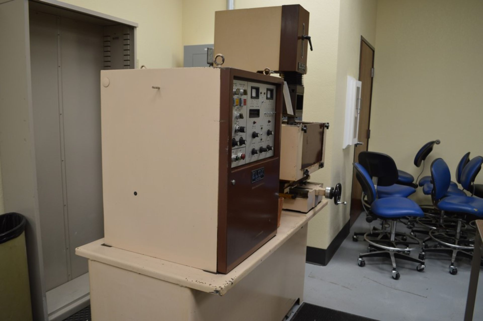 Elox small hole Plunge EDM Systems submersible EDM, Analam mini wizard DRO, benchtop model, 16 x 8 - Image 8 of 8