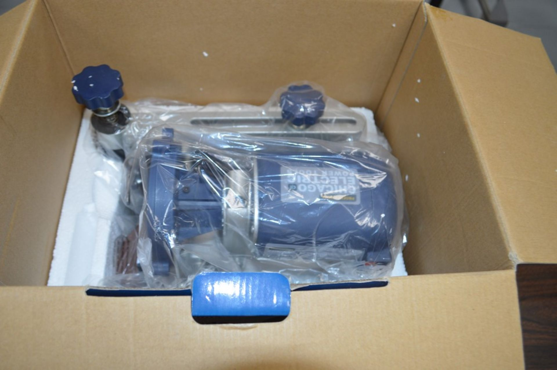 Chicago Electric 120v circular saw blade sharpner, appears new in the box - Image 2 of 4