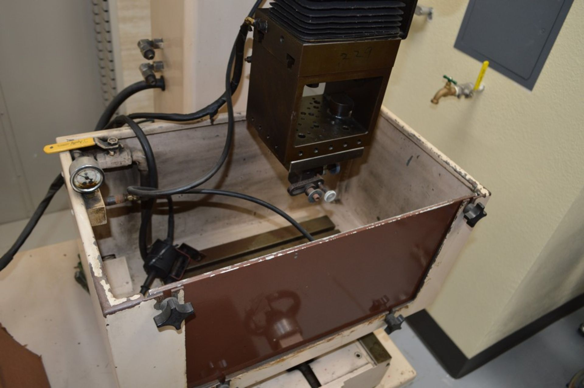 Elox small hole Plunge EDM Systems submersible EDM, Analam mini wizard DRO, benchtop model, 16 x 8 - Image 5 of 8