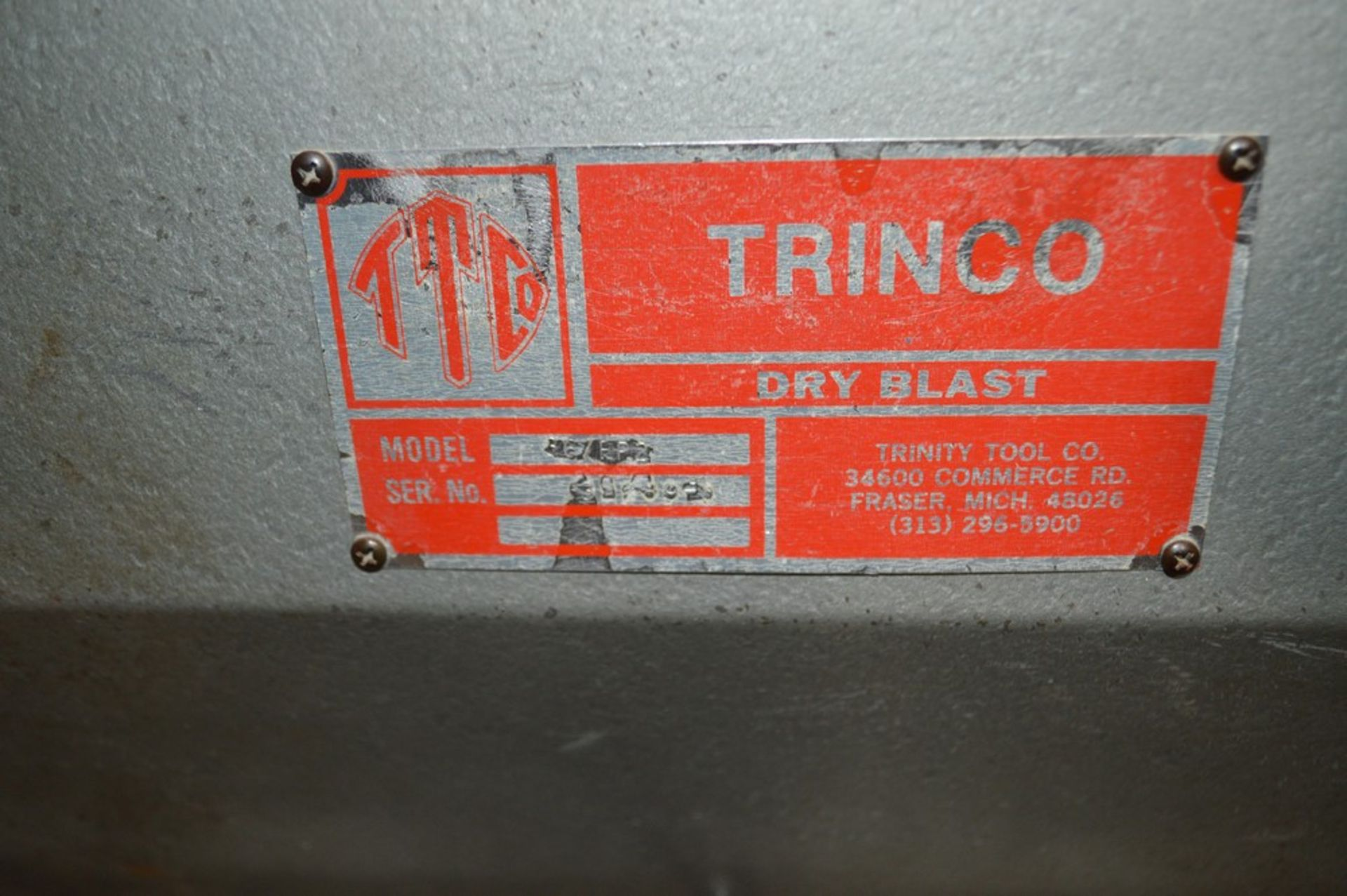 Trinco dry blast cabinet 36/BP-2 with air filter and gloves - Image 2 of 5