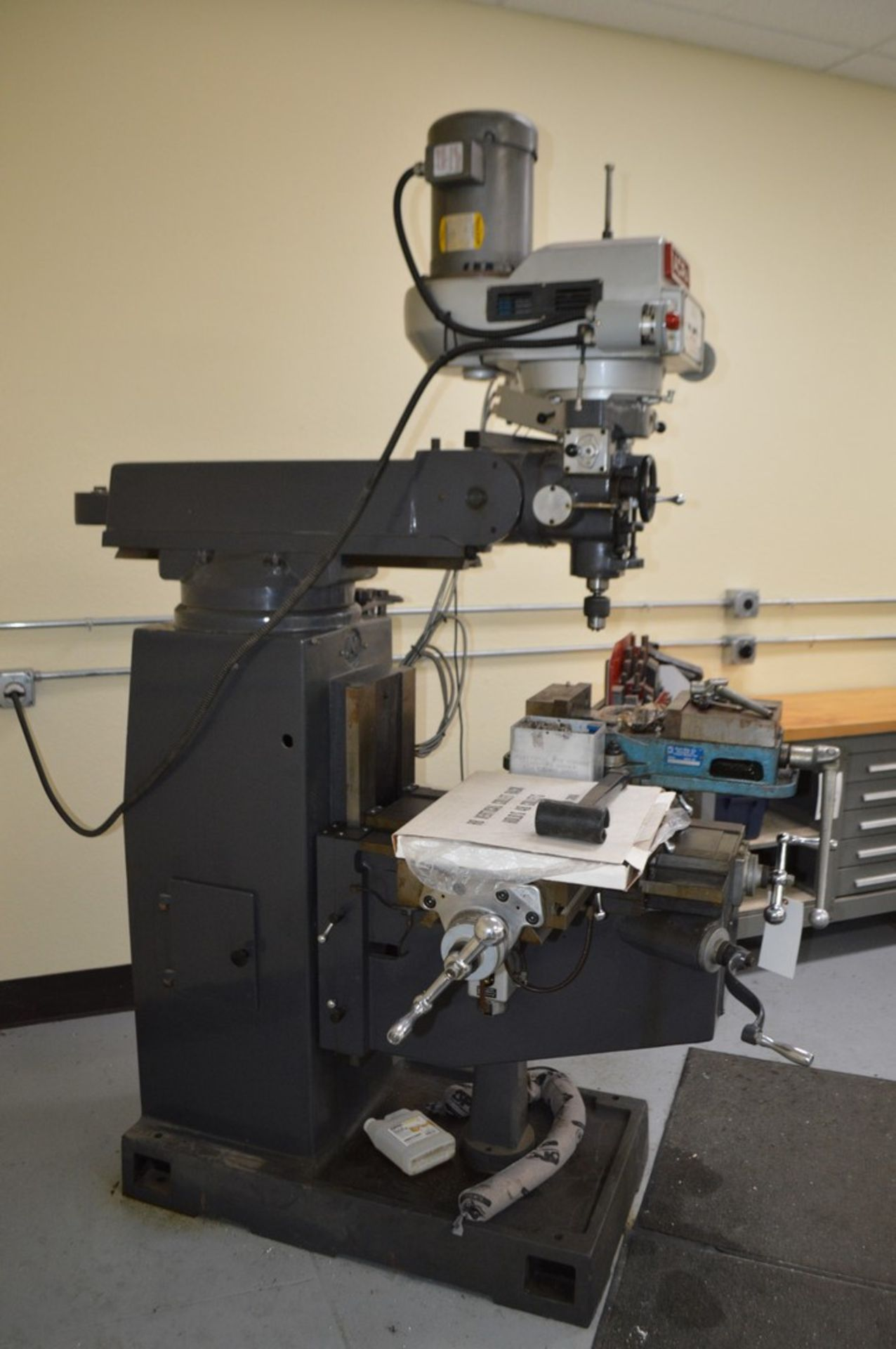 Acer 3 Axis knee mill, tilting head, 2 speed, sony magnescale DRO, Milling setup set, table - Image 7 of 10