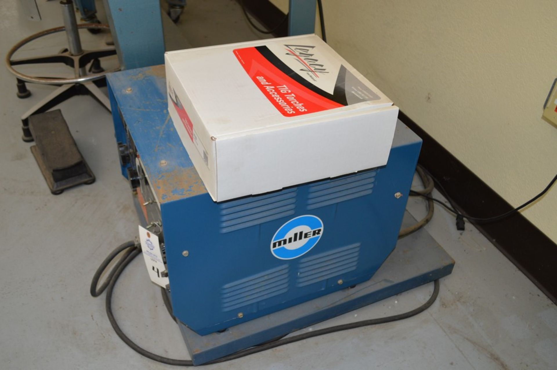 Miller Auto Arc Tig 50A With Tig Legacy 25' Torch Package - Image 3 of 4