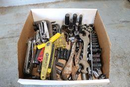 lot of allen keys, torque sockets