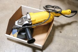 Dewalt electric anglo grinder model dwe4517