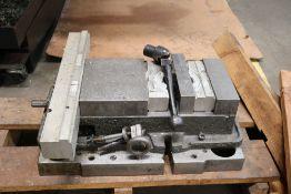 "8"" Kurt Vise 2 on Aluminum Riser Plate"