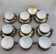 9 Kaffeetassen in Silberhalterung