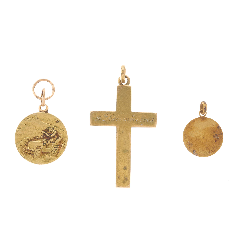 Three early 20th century gold pendants - Image 2 of 2