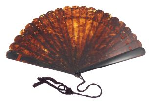A very large tortoiseshell brisé fan, the tips of the 19 inner sticks and two guards rounded, fitted