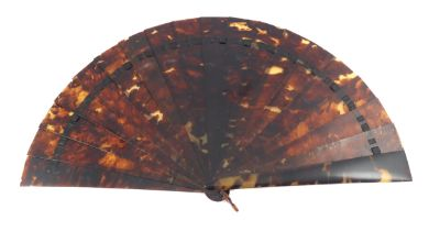 A simple tortoiseshell brisé fan, the guards and sticks wedge-shaped, fitted with a tortoiseshell lo
