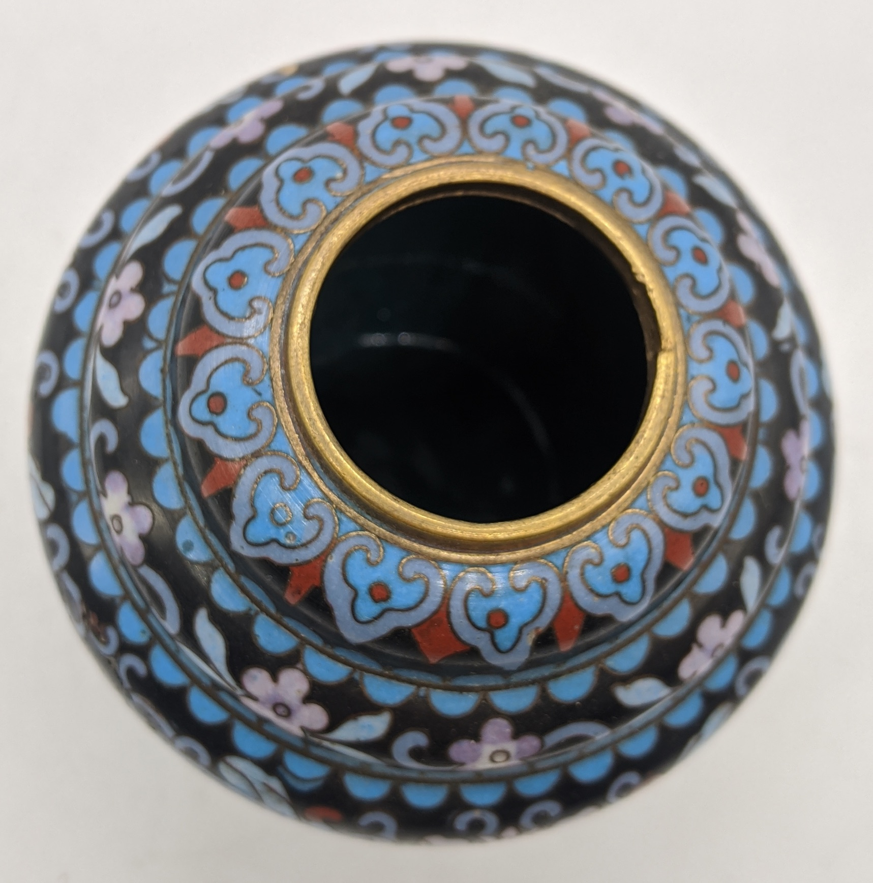 A late 19th/early 20th century Chinese cloisonne enamel brush pot, H.8.5cm - Image 3 of 3