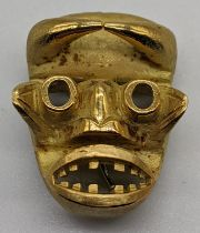 An 18ct gold African mask pendant/brooch, marks for 18ct and tested as 18ct, 20g, L.3.5cm