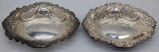 A pair of silver bonbon dishes, hallmarked London, 1965, 168g L.16cm