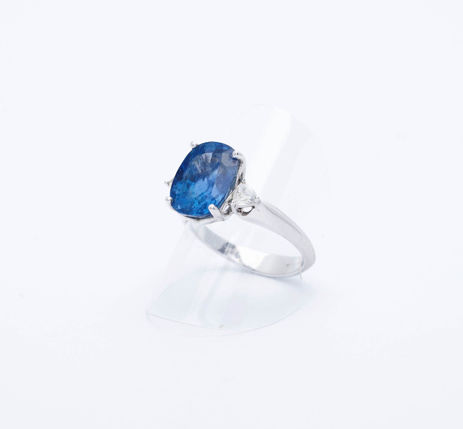 BURMA SAPPHIRE AND DIAMOND RING. - Image 5 of 5