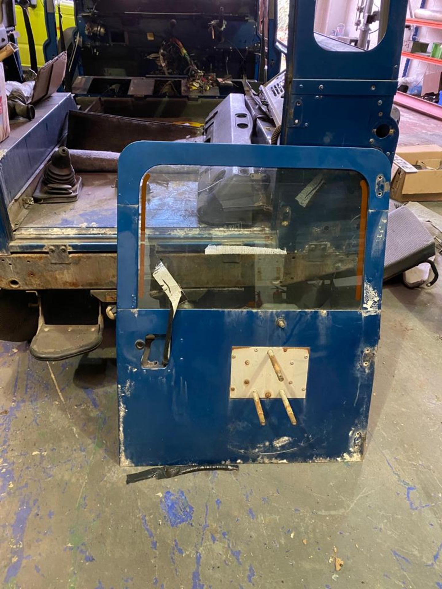 Land Rover 110 County, 300 TDI Engine Appears Mostly Complete - No Bumper, Bonnet, Glass etc As - Image 14 of 26
