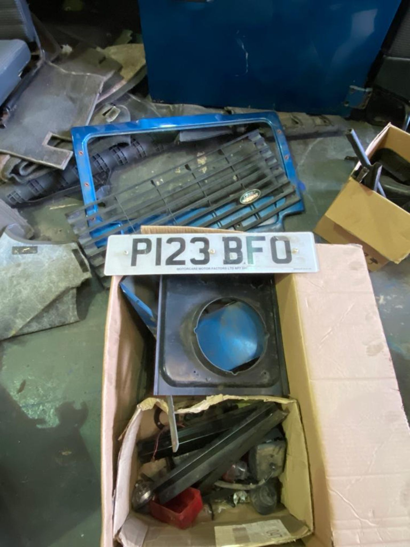 Land Rover 110 County, 300 TDI Engine Appears Mostly Complete - No Bumper, Bonnet, Glass etc As - Image 19 of 26