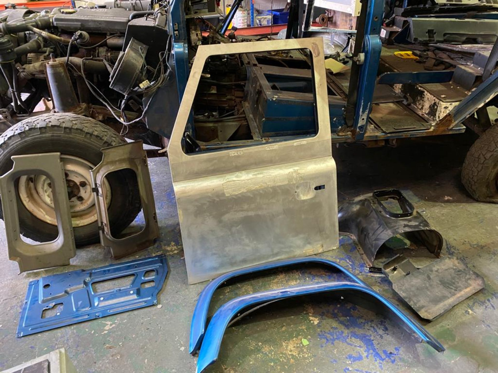 Land Rover 110 County, 300 TDI Engine Appears Mostly Complete - No Bumper, Bonnet, Glass etc As - Image 12 of 26