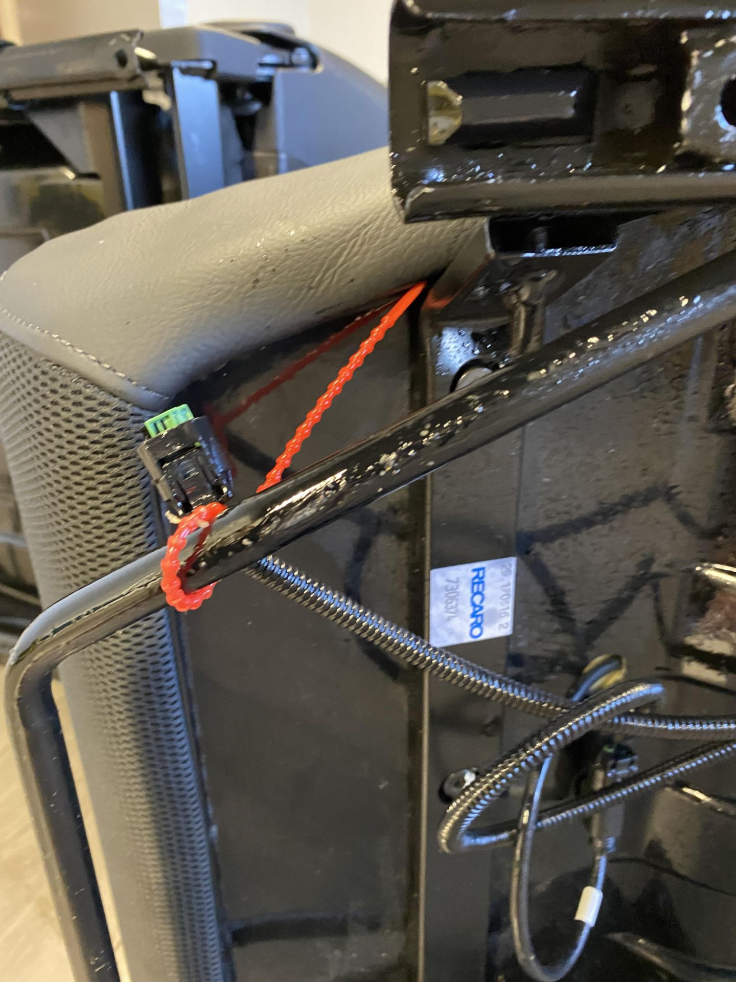 Pair of LH & RH Genuine Recaro Defender Heated Seats - Image 32 of 35
