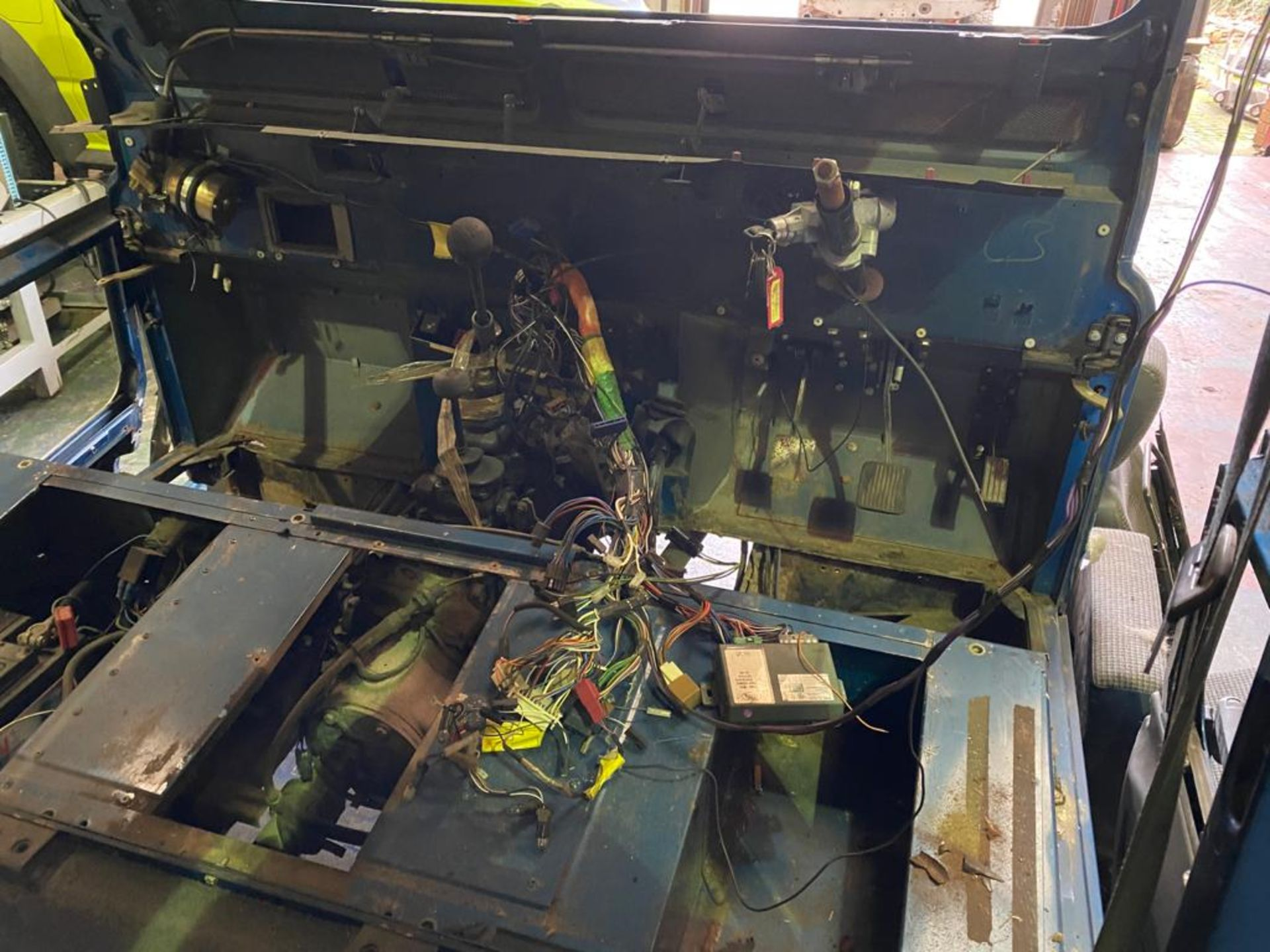 Land Rover 110 County, 300 TDI Engine Appears Mostly Complete - No Bumper, Bonnet, Glass etc As - Image 11 of 26