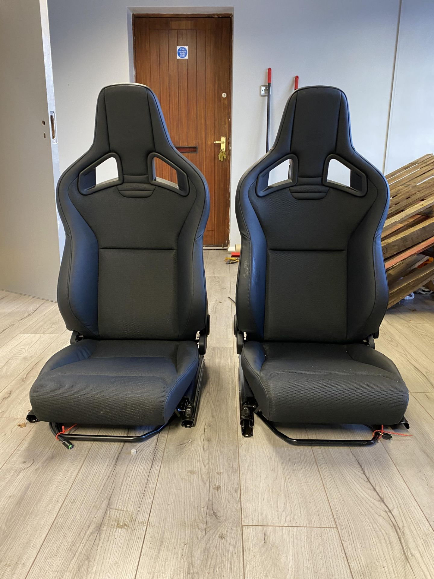 Pair of LH & RH Genuine Recaro Defender Heated Seats - Image 4 of 35