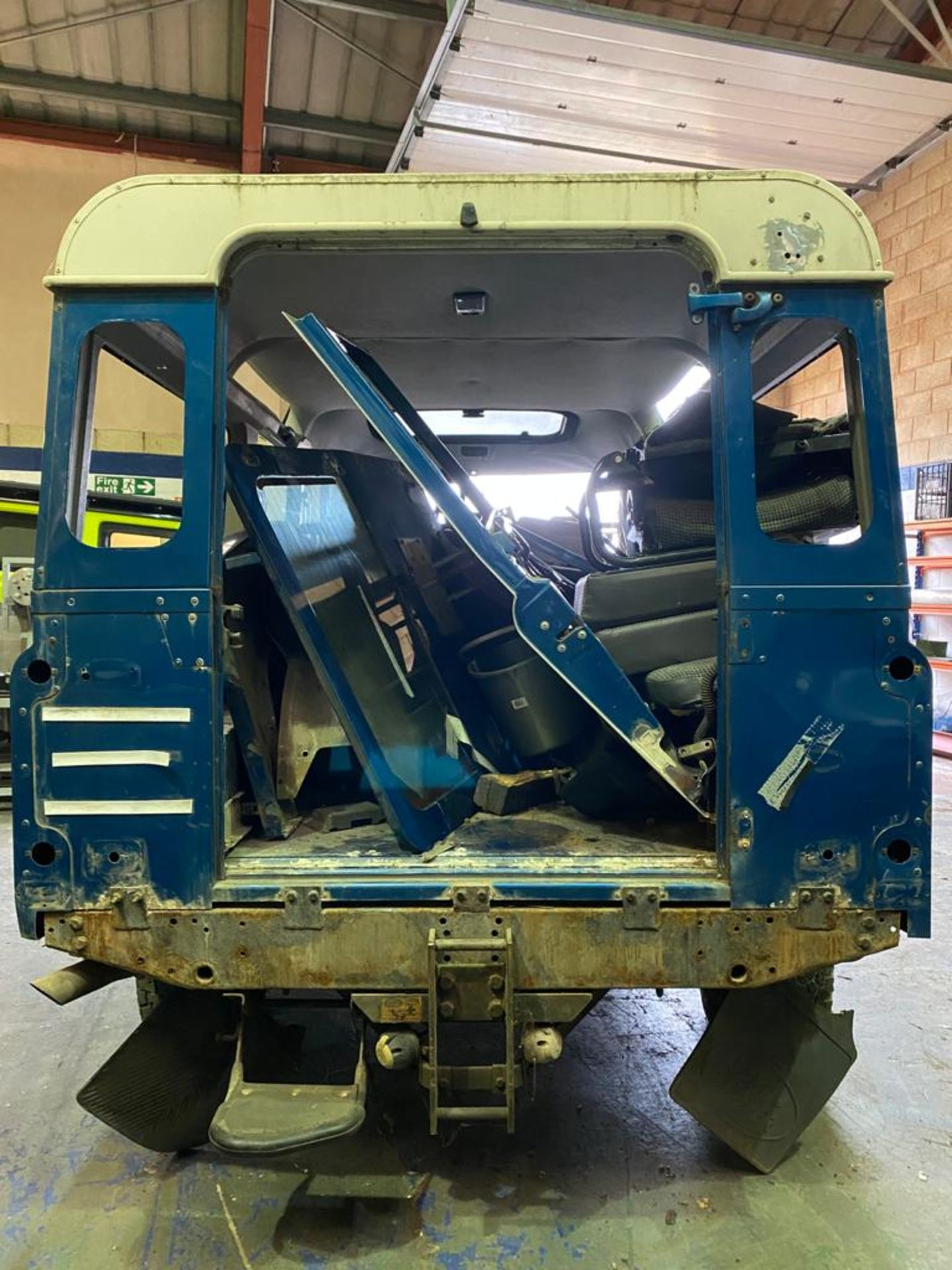 Land Rover 110 County, 300 TDI Engine Appears Mostly Complete - No Bumper, Bonnet, Glass etc As - Image 4 of 26