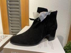 Regarde Ciel 3 Pairs: Etna Black Boots Taylor-01 Var. 5277Sizes 36, 37 & 38 (RRP £89.99)Regarde Ciel