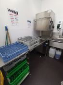 Hoonved Model CAP10E Tray feed dish washer and sta