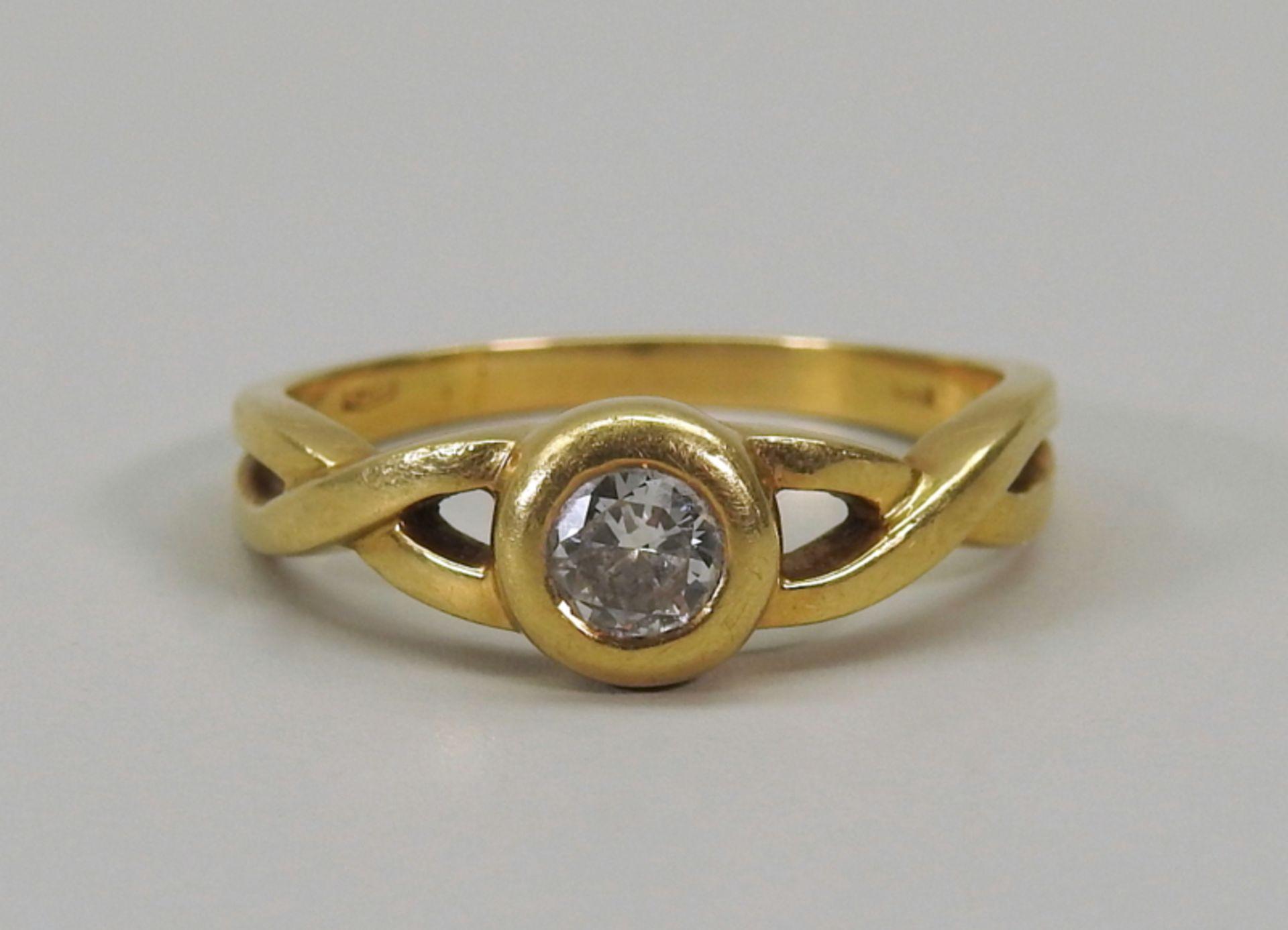 Schwerer Diamant-Ring18 K. Gelbgold. Herren-Ring mit zentralem Diamant-Besatz von ca. - Image 2 of 6