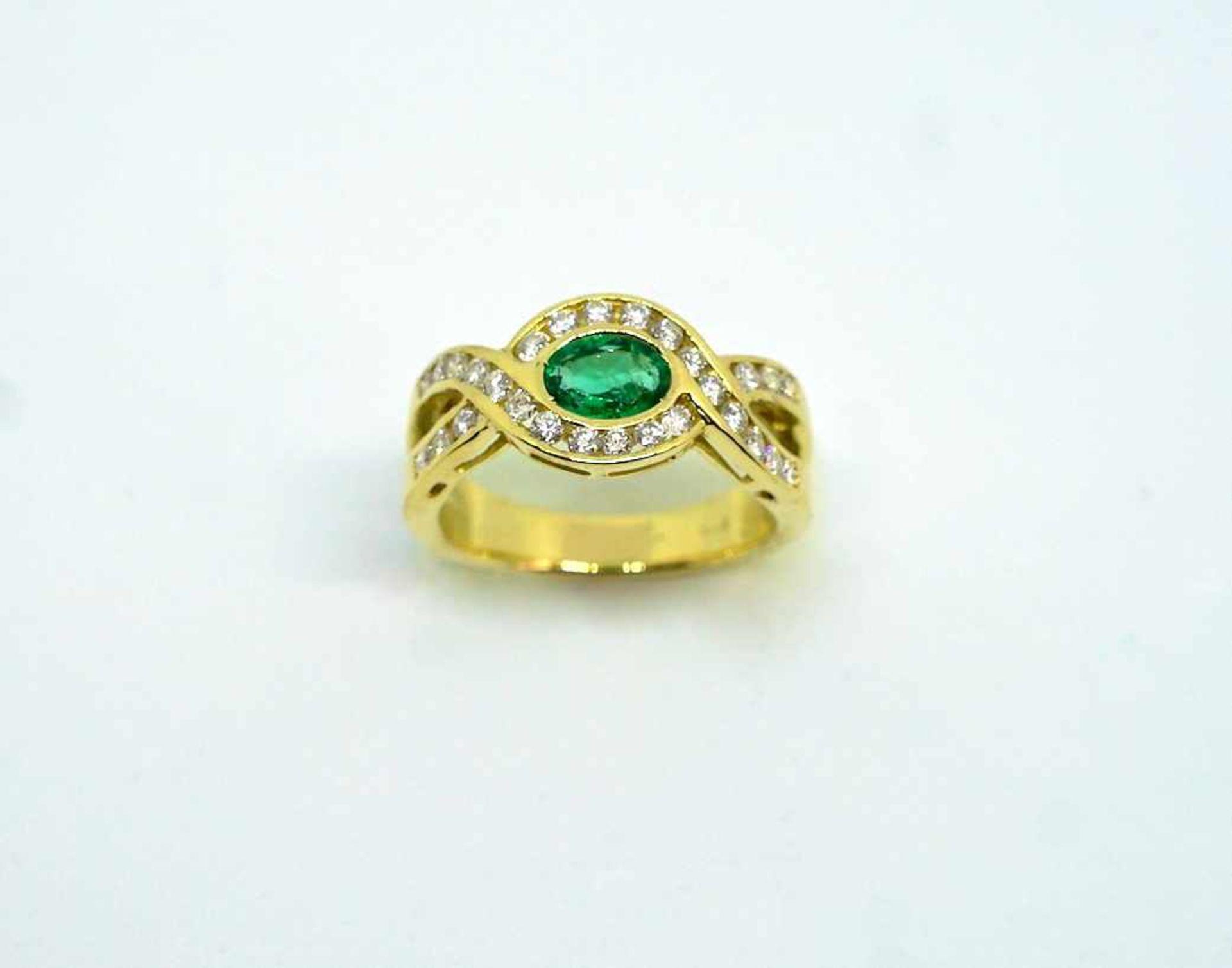 Imposanter Damenring18 K Gelbgold. Massiv gearbeiteter Ring besetzt mit ca. 0,50 ct Sm - Image 2 of 3