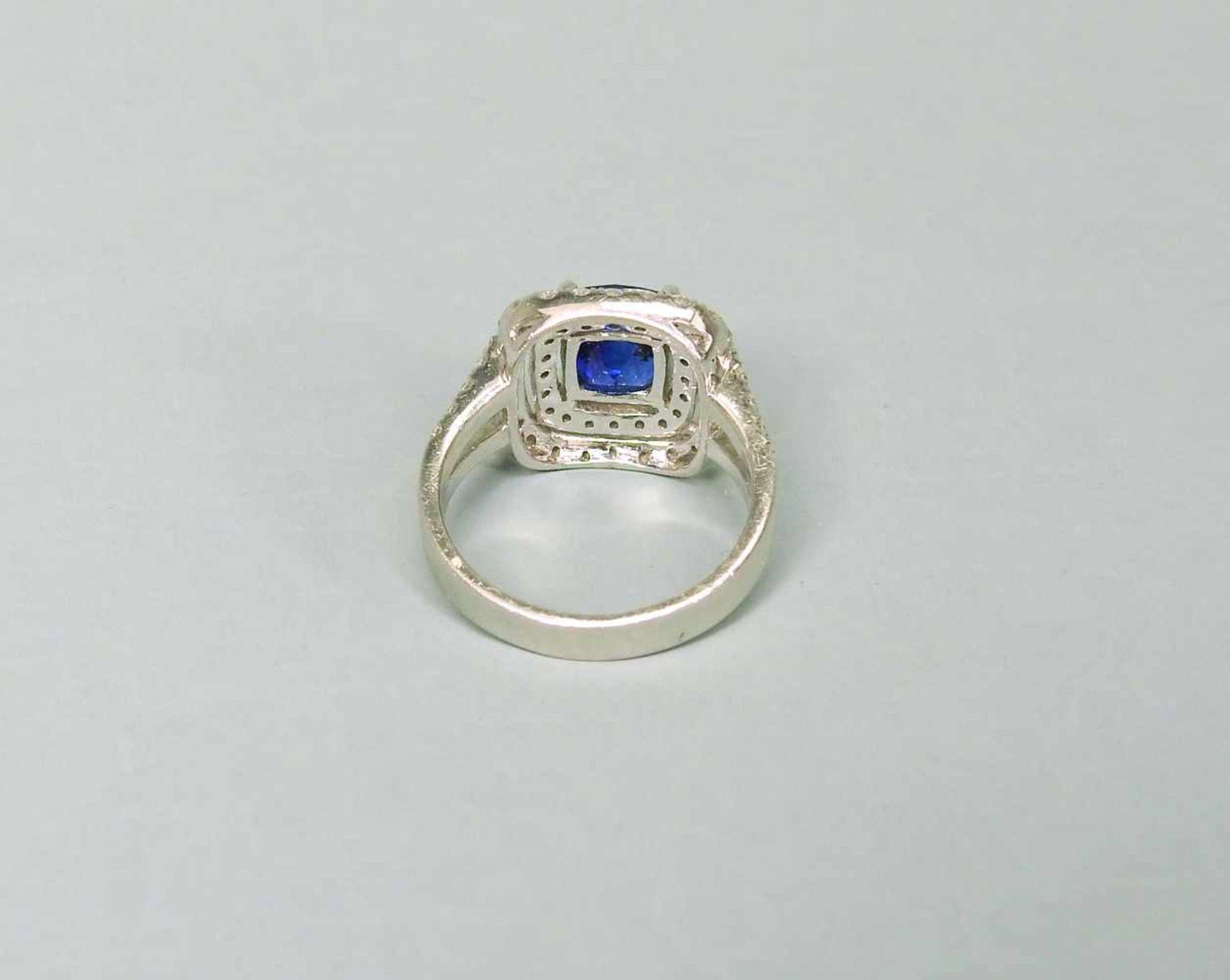 Hochwertiger SaphirringPlatin. Quadratischer Ringkopf, aus 2-reihigen Diamanten von zu - Image 2 of 7