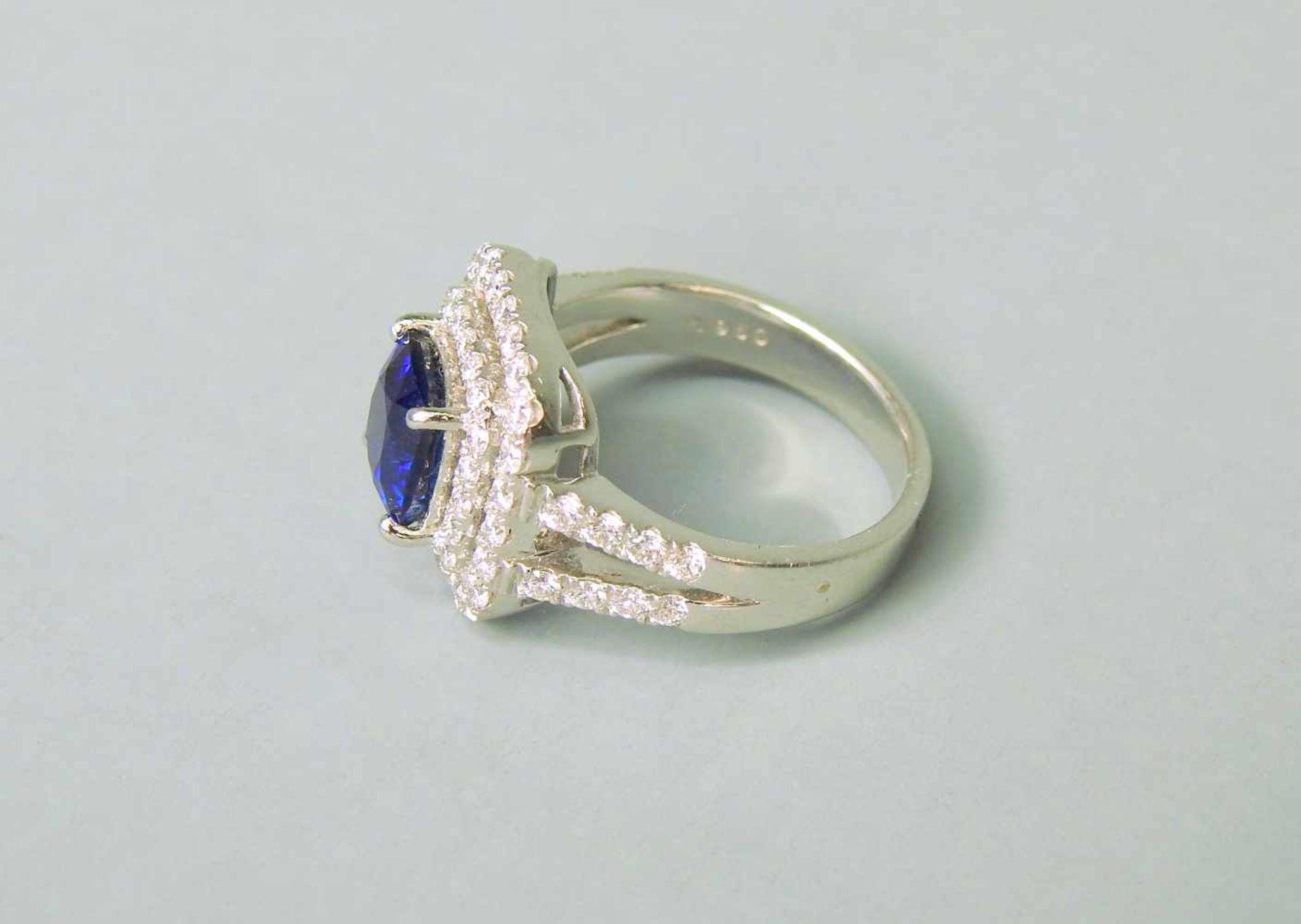 Hochwertiger SaphirringPlatin. Quadratischer Ringkopf, aus 2-reihigen Diamanten von zu - Image 3 of 7