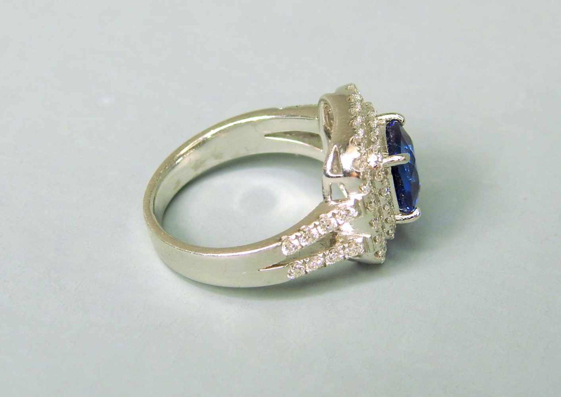Hochwertiger SaphirringPlatin. Quadratischer Ringkopf, aus 2-reihigen Diamanten von zu - Image 4 of 7