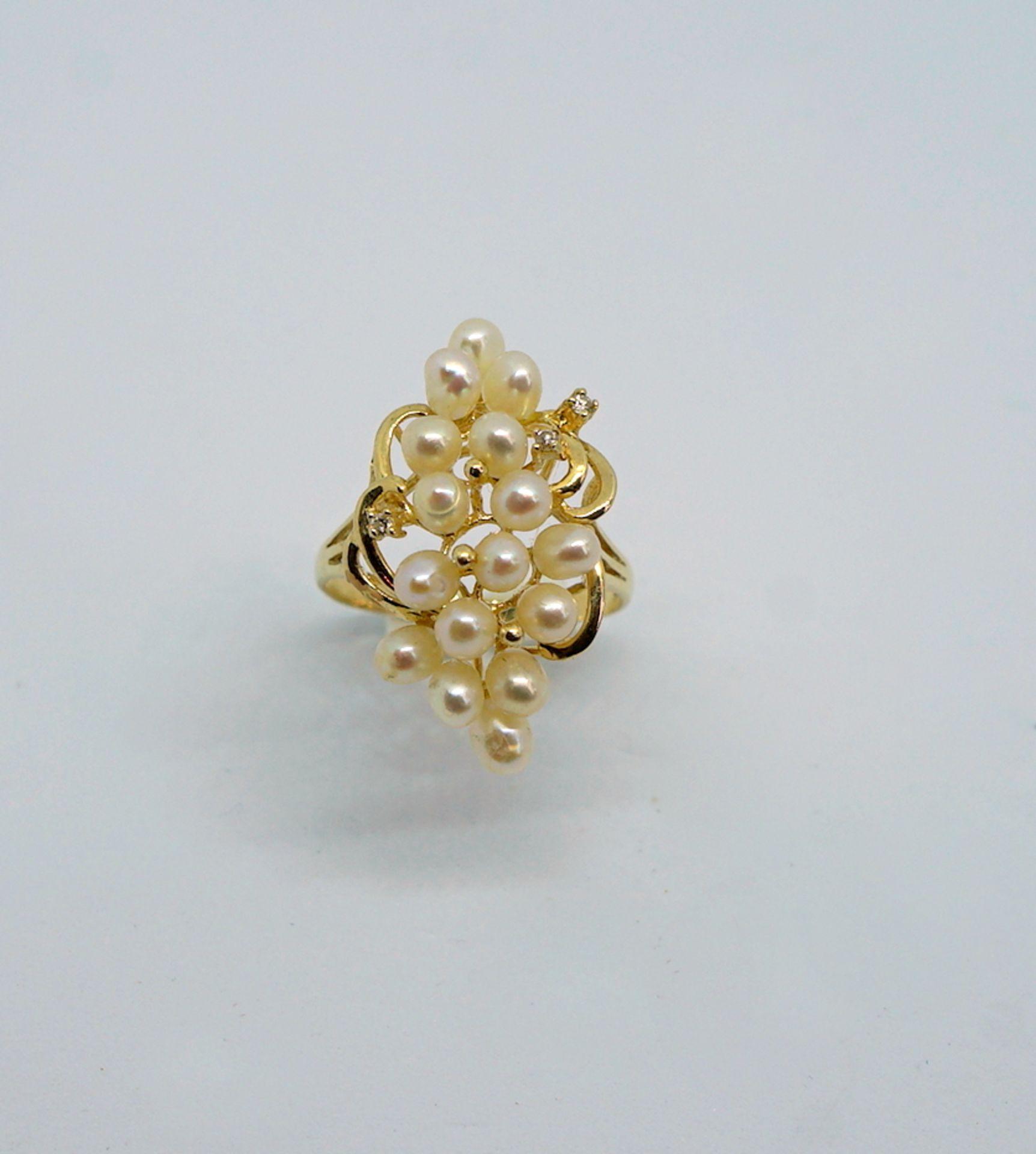 Feiner Perlenring14 K Gelbgold. Prächtiger Damenring besetzt mit kleinen Perlen, flan
