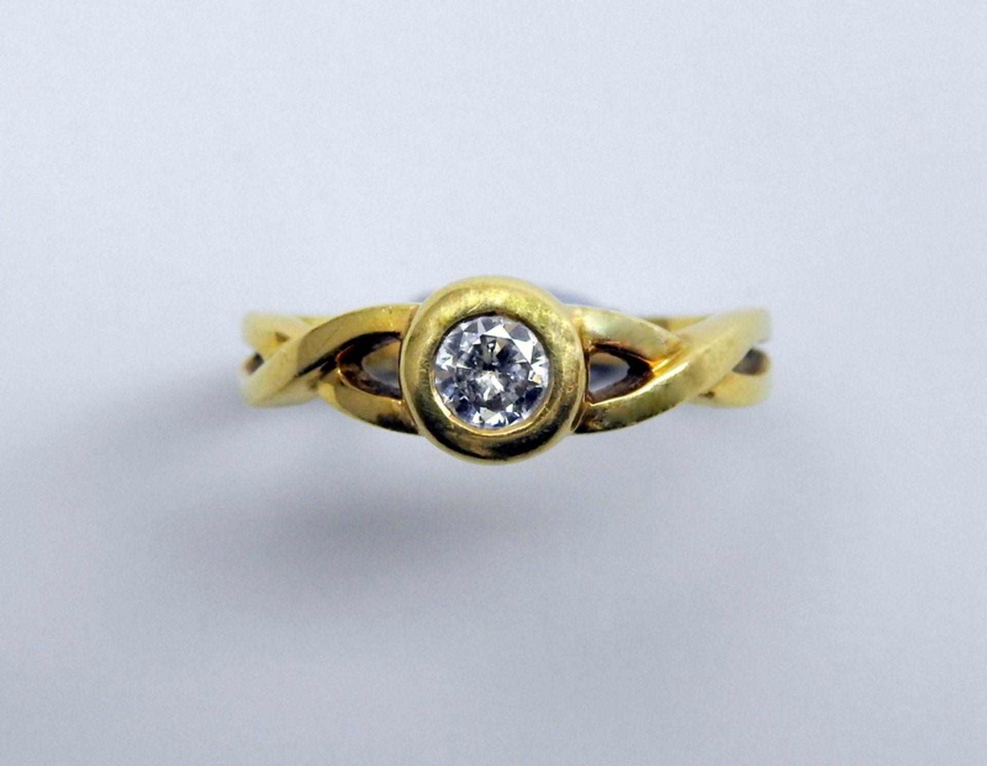 Schwerer Diamant-Ring18 K. Gelbgold. Herren-Ring mit zentralem Diamant-Besatz von ca.