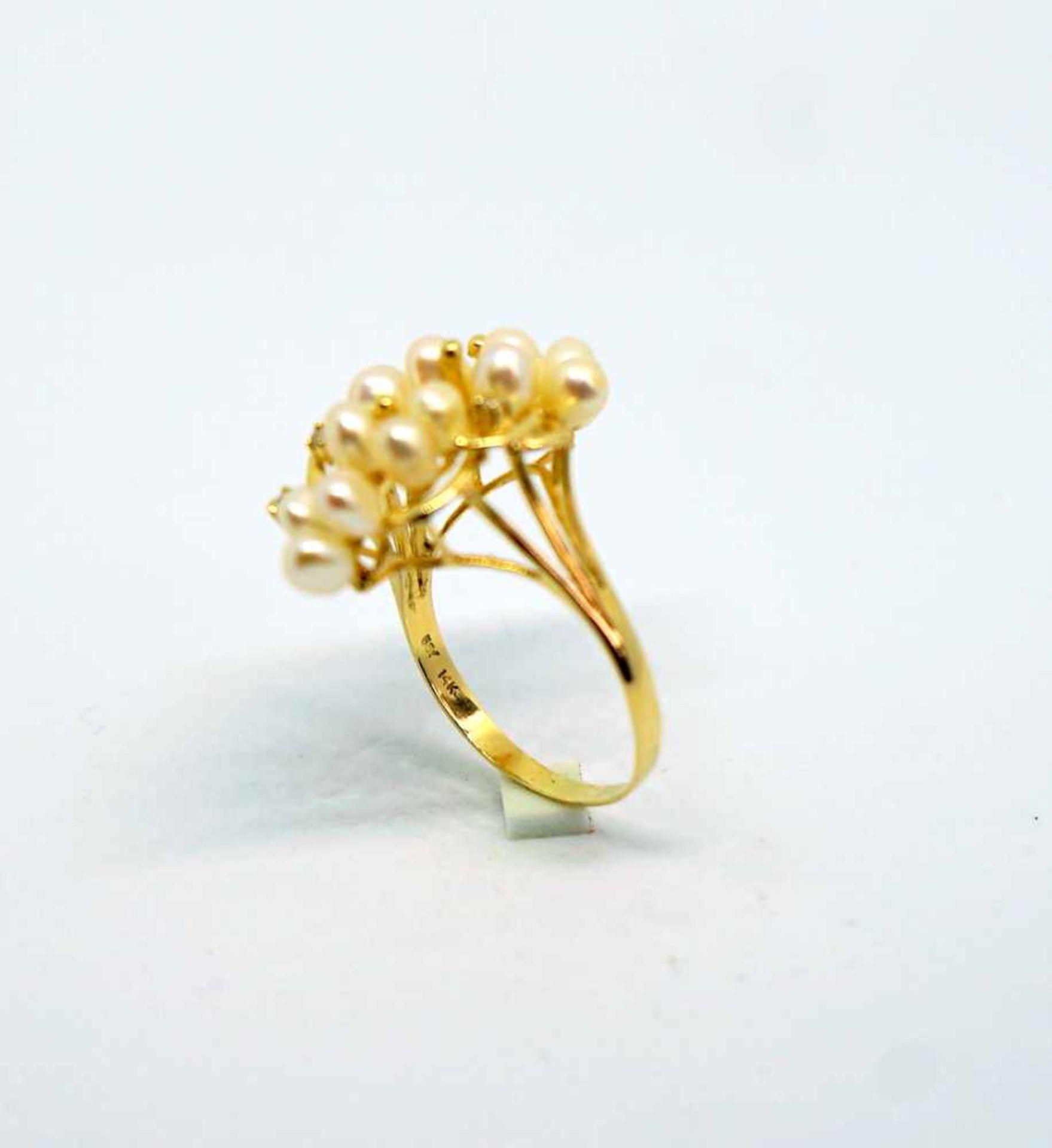 Feiner Perlenring14 K Gelbgold. Prächtiger Damenring besetzt mit kleinen Perlen, flan - Image 3 of 4