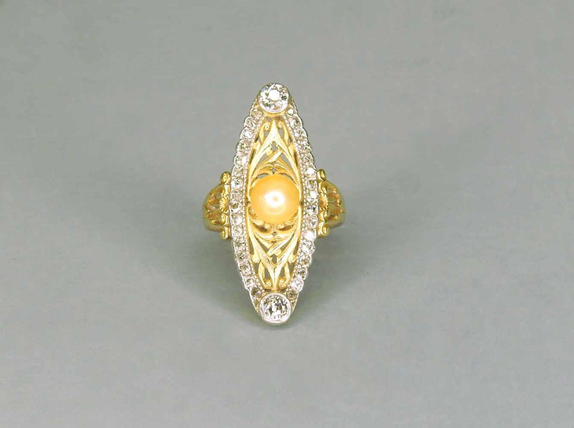 Marquise Perlenring14 K. Gelbgold, mittige Naturwuchsperle flankiert von zusammen ca.