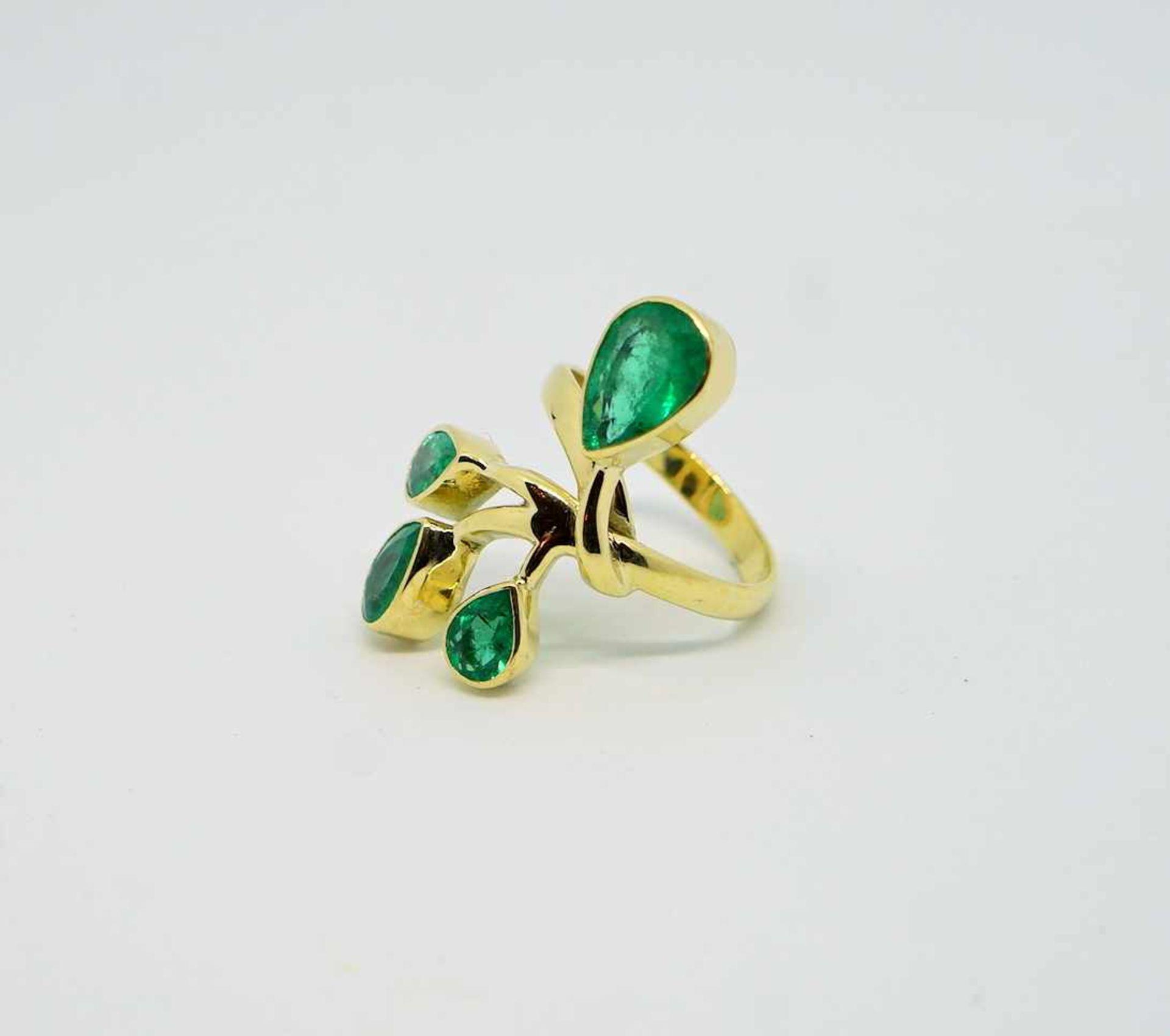Außergewöhnlicher Smaragdring18 K Gelbgold. Damenring in Blumenform, besetzt mit 4 k - Image 3 of 4