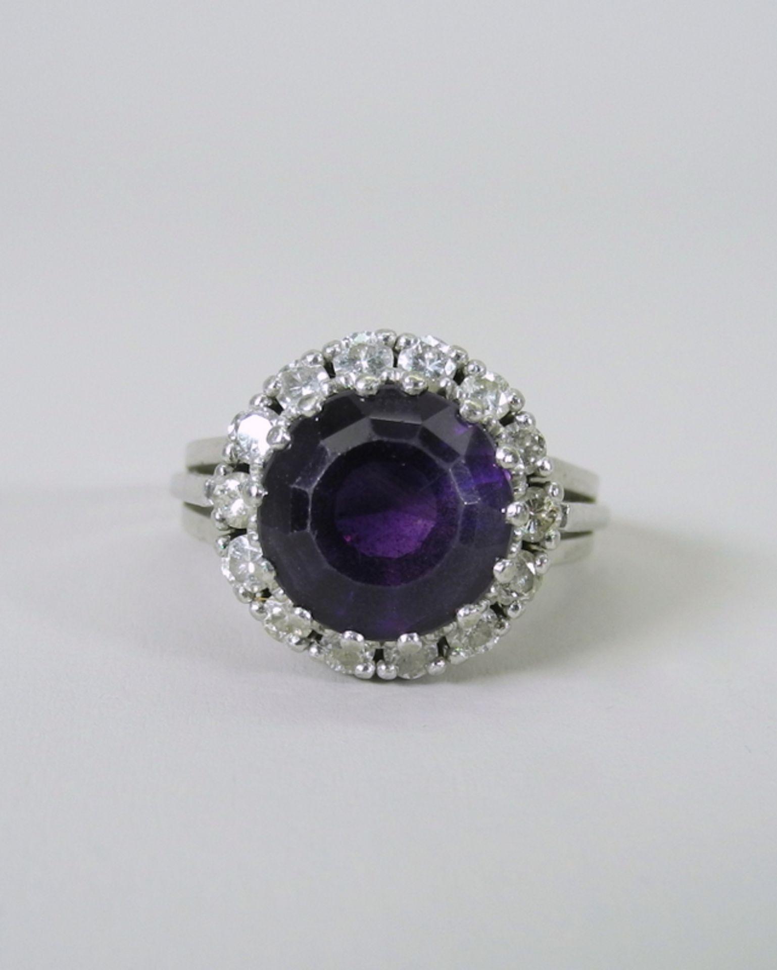 Großer Amethyst-Diamant-Ring14 K. weißgoldener Diamant-Ring mit einem Zentralstein A - Image 3 of 5