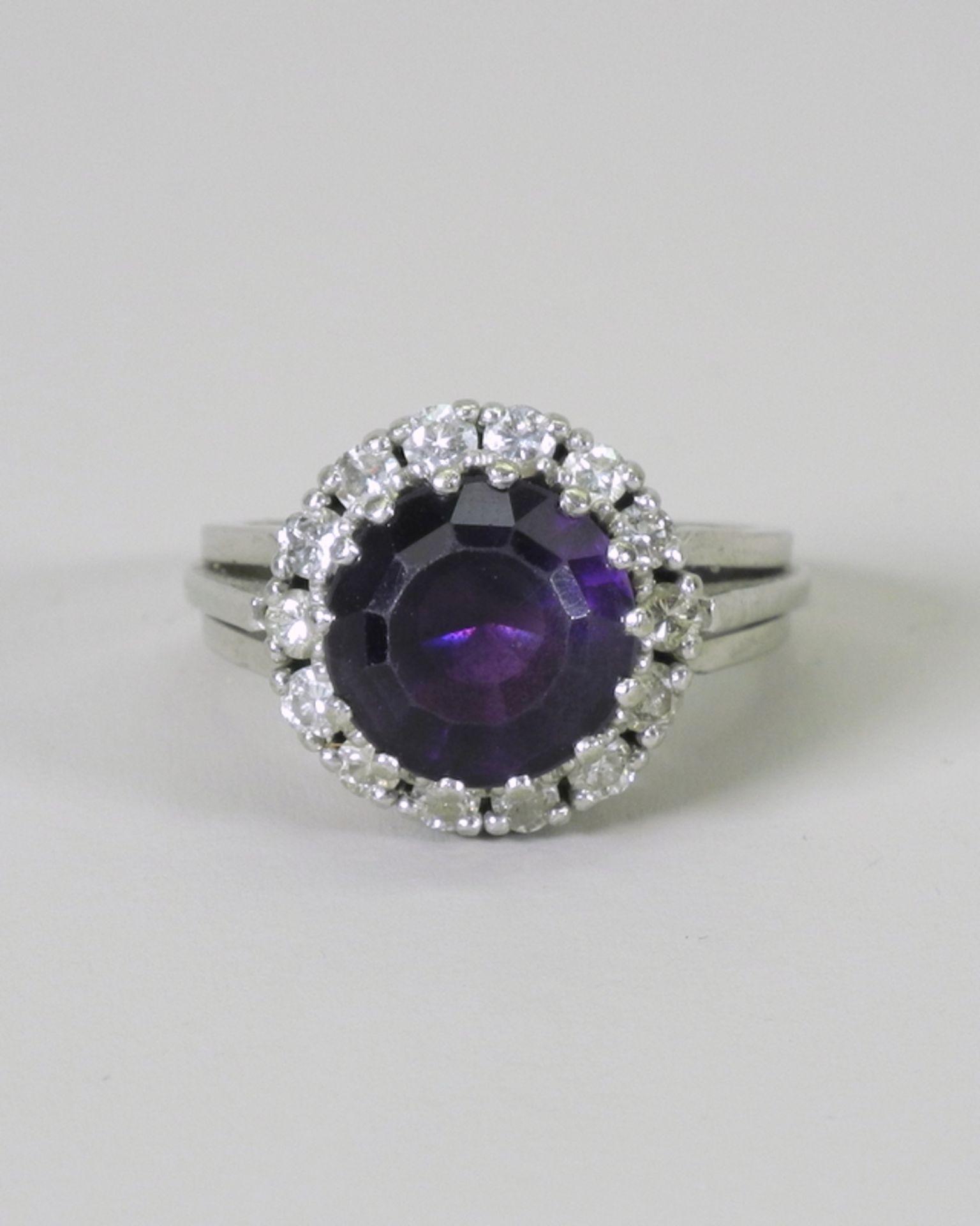 Großer Amethyst-Diamant-Ring14 K. weißgoldener Diamant-Ring mit einem Zentralstein A - Image 2 of 5