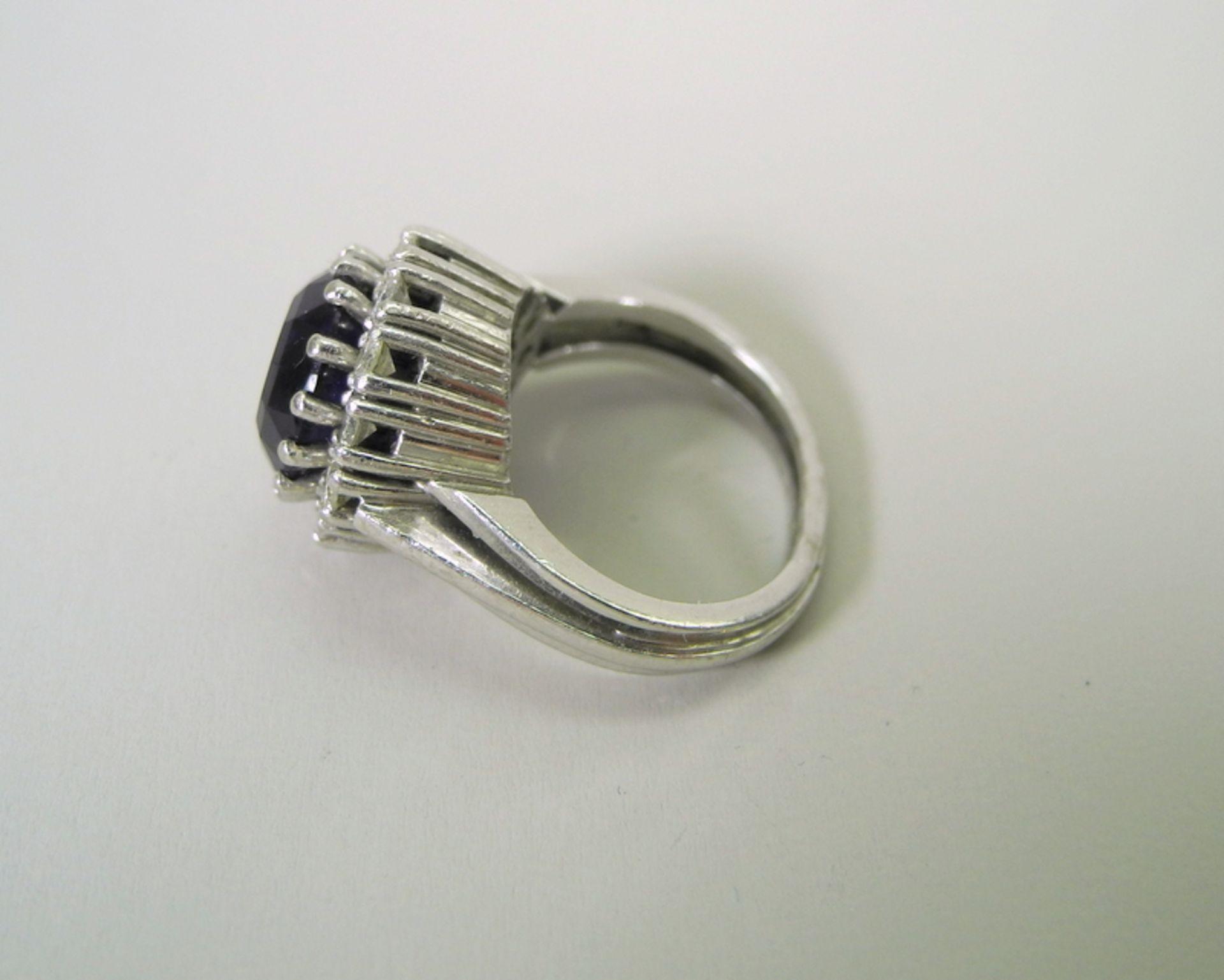 Großer Amethyst-Diamant-Ring14 K. weißgoldener Diamant-Ring mit einem Zentralstein A - Image 4 of 5