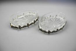 Paar ovale Glasschalen mit SilbermonturKristallglas, mit Silber 800-Montur. 2 ovale Gl