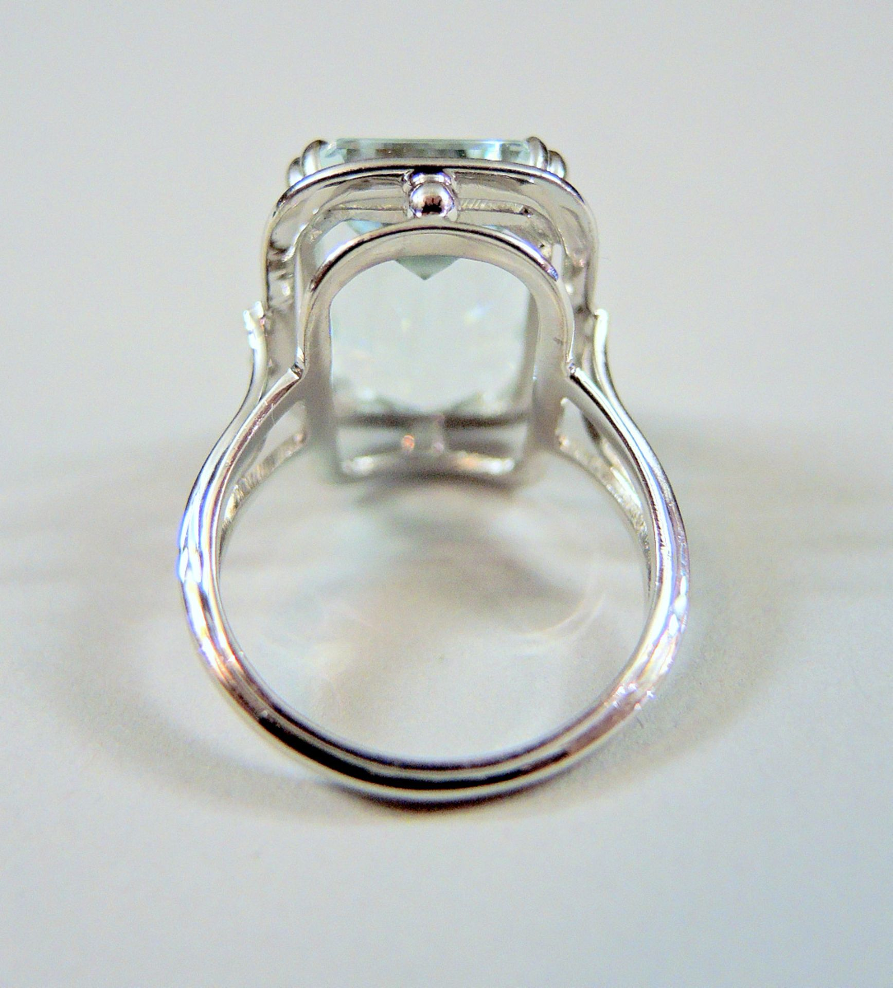 Aquamarin-Ring14 K. Weißgold mit einem großen Aquamarin von ca. 10 ct. Ringgröße 6 - Image 3 of 3