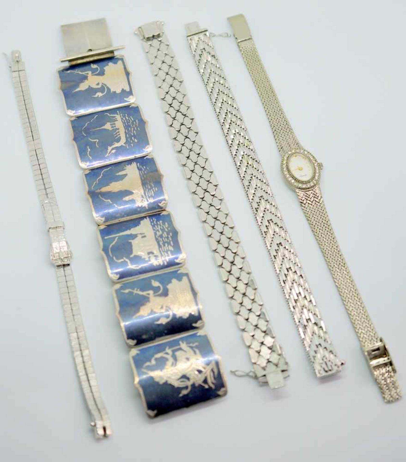 Konvolut SilberarmbänderSilber 800. Das Konvolut besteht aus 4 Armbändern in verschi