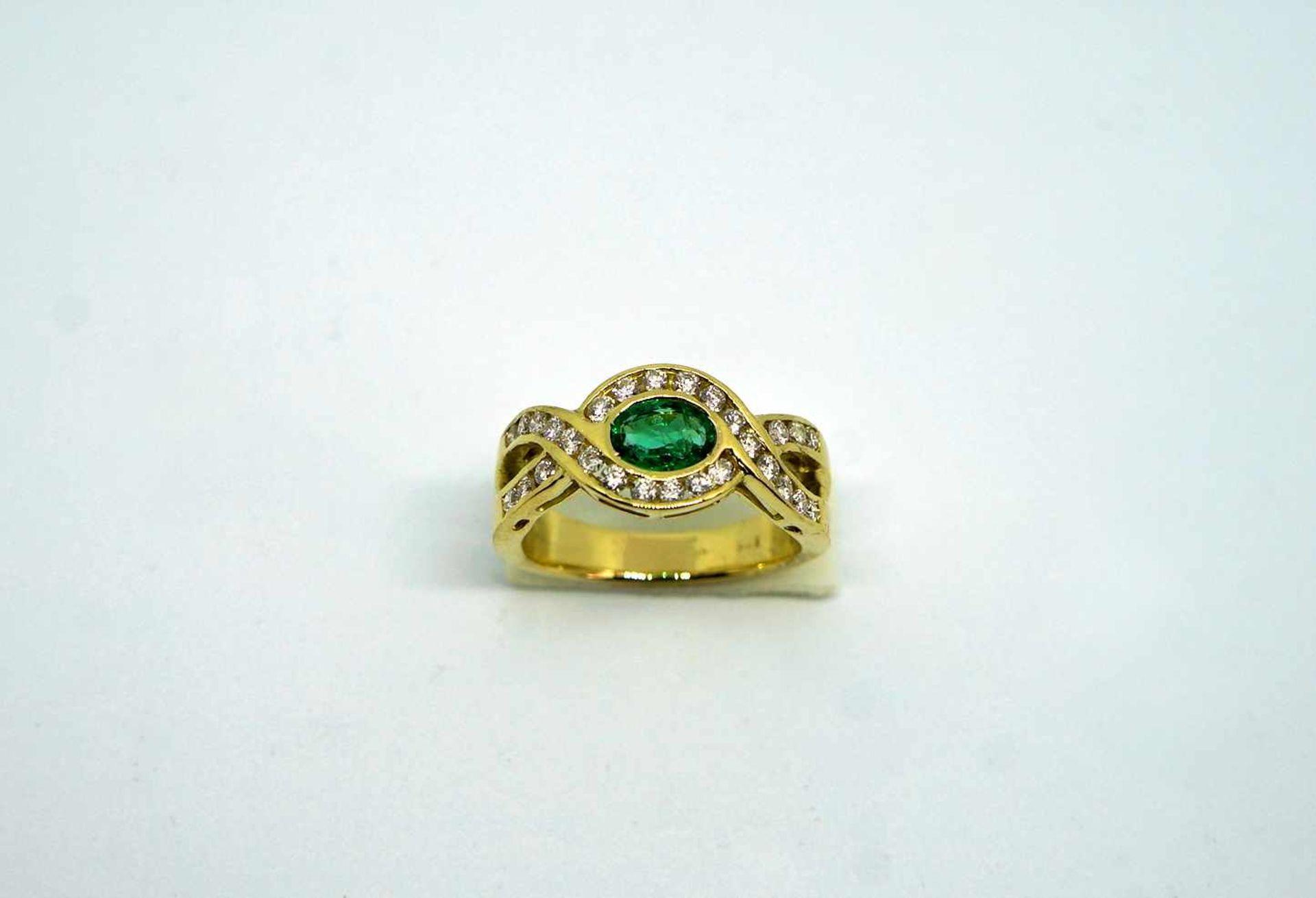 Imposanter Damenring18 K Gelbgold. Massiv gearbeiteter Ring besetzt mit ca. 0,50 ct Sm - Image 3 of 3