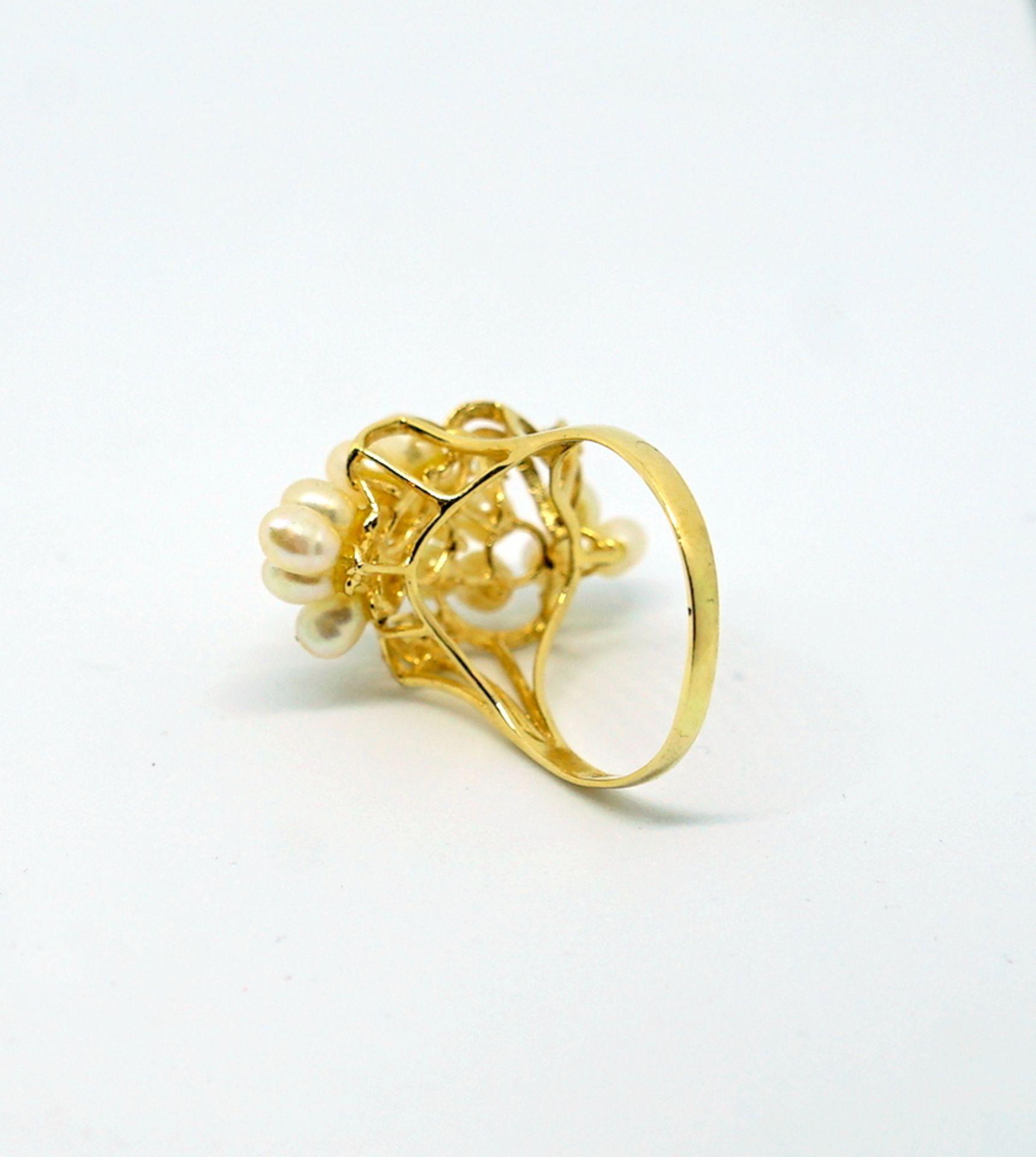 Feiner Perlenring14 K Gelbgold. Prächtiger Damenring besetzt mit kleinen Perlen, flan - Image 2 of 4