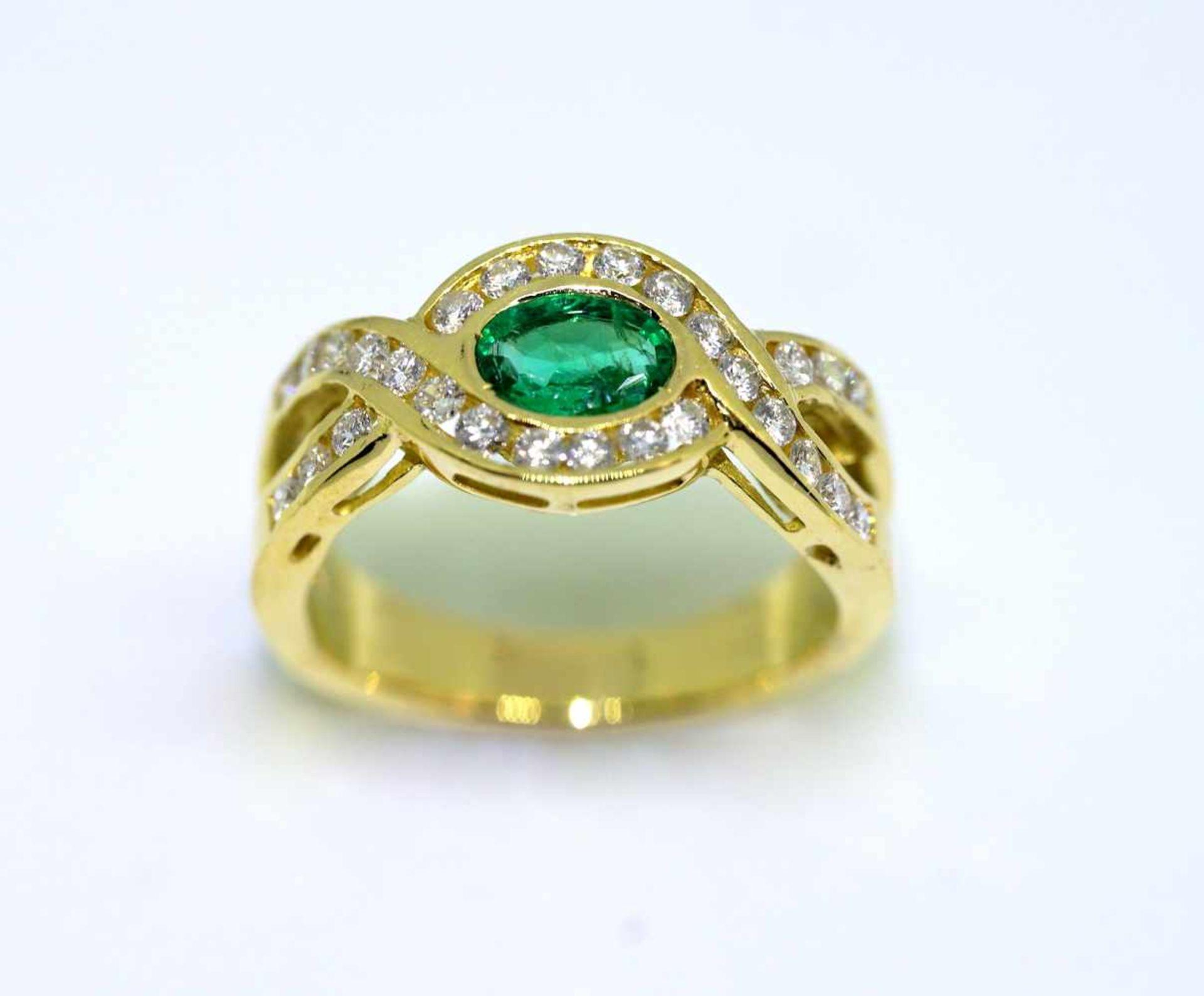Imposanter Damenring18 K Gelbgold. Massiv gearbeiteter Ring besetzt mit ca. 0,50 ct Sm