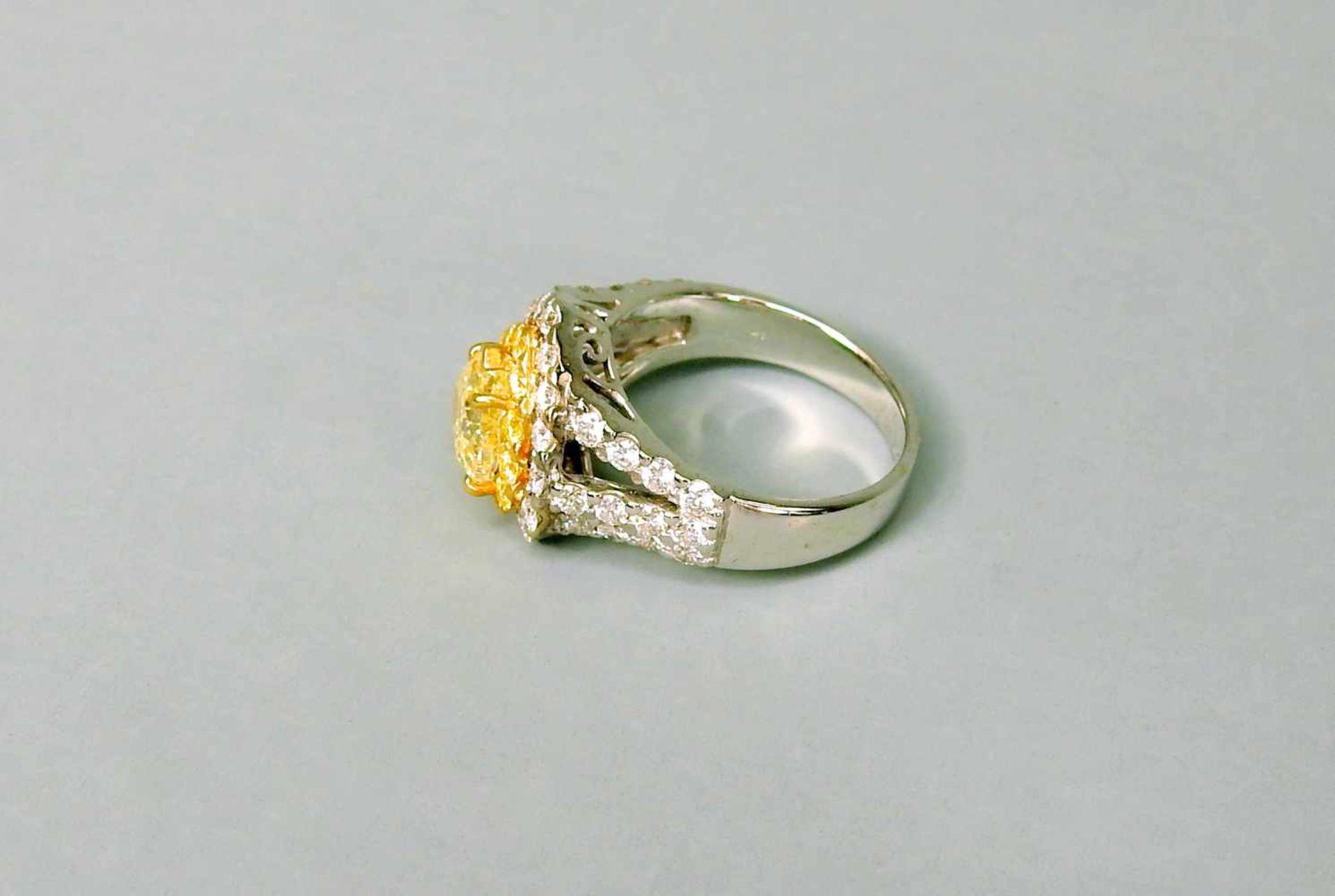 Außergewöhnlicher Diamantring18 K Weißgold. Auffälliger herzförmiger, gelber Diam - Image 2 of 3